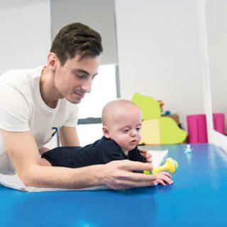 Dobândirea controlului capului la bebeluși