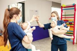 Care este diferența între profilaxie și terapie în kinetoterapia pediatrică?